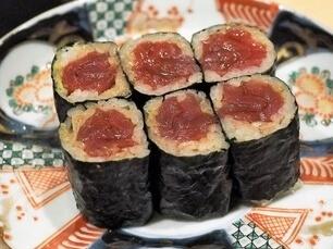 A photo of tekka maki sushi