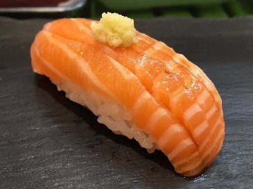 A photo of salmon sushi