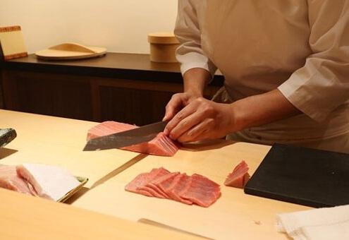 cut tuna thinly